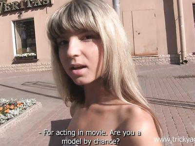 Горячая русская блонда классно поебалась на порно кастинге с ненасытным агентом пикапером с улицы