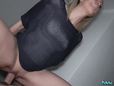 Красивая чешская мамка в подъезде скачет на крепком фаллосе чувака с камерой порно пикаппера