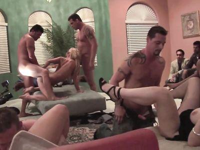 Вечеринка с оргией в закрытом клубе для богатых мужиков