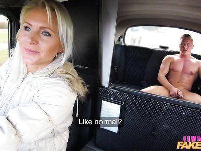 Зрелая чешская порно блондинка фейк таксистка минетчица оказала услуги телом и ртом своему клиенту