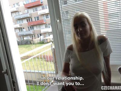 Отличная порно нарезка с красивой чешской красоткой блондинкой с соседнего района в главной роли