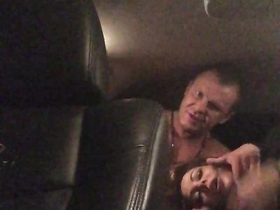 Елену Беркову трахают в машине толстым хером и снимают все для любительского порно видео