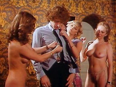 Ретро порно фильм о сексуальных приключениях провинциала в Париже с групповухой
