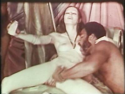 Нарезка из ретро порно фильмов с групповушкой и лесбийским сексом