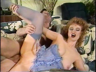 Развратные похождения голодной до ебли рыжей нимфоманки в ретро порно кино