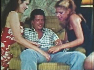 Групповуха ЖМЖ и одиночный секс красивых мамок в нарезке из ретро порно фильмов
