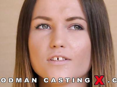 Опытный ебарь Вудман на кастинге разрабатывает анальную дырку смазливой девахе