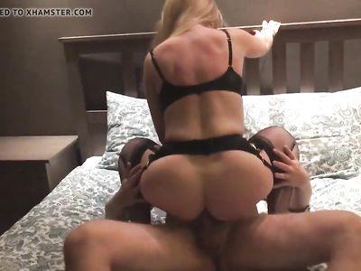 Муж снял на камеру порно еблю развратной милф жены в чулочках с любовником в отеле
