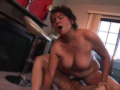 Нарезка шикарного траха похотливых порно бабулек с ненасытными кобелями в порно подборке