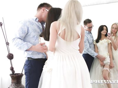 Дизайнер одежды в порно групповухе ЖМЖ отодрал крепким хером невесту и свидетельницу