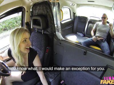 Блондинистая порно таксистка нимфоманка принимает кривой хуй пассажира в манду
