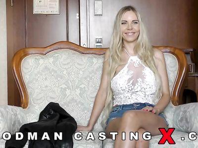 На порно кастинге старины Вудмана блондинистая чешка от двойного проникновения обкончалась