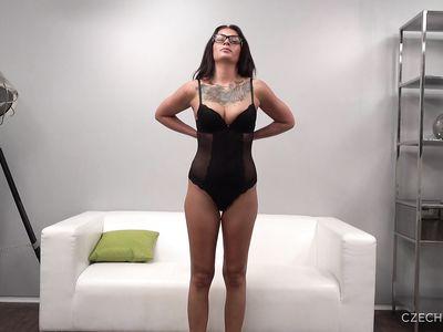 Чешская милф порно мамка на кастинге во время секса в позе раком двигает сракой и громко стонет