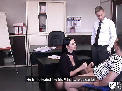 Порно мамку училку в черных чулках дрючат в задницу декан со студентом во время групповухи втроем