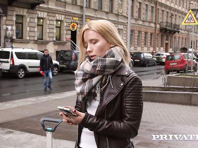 Пикапер привез порно блондинку на хату и пердолит новую подружку твердым хером по полной программе