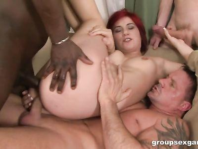Рыжая милф порно мамка подставила все дырки под крепкие фаллосы пятерых мужиков