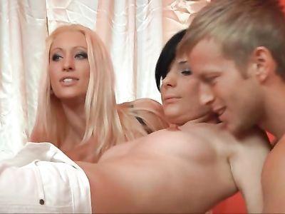 Подборка любительского немецкого порно видео с сексом один на один и групповушкой во все дырки