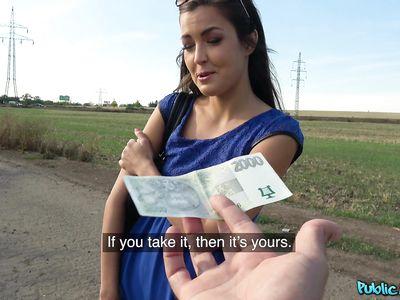 Красивая чешская студентка за деньги готова сосать и ебаться на улице с пикапером