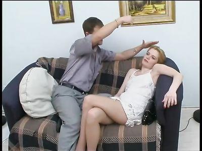 Гипнотизер усыпил девушку в колготках и занялся с ней сексом